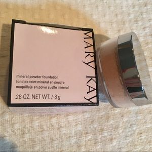 Mary Kay® Mineral Powder Foundation Beige 0.5